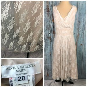 Alvina Valenta Ivory Lace wedding dress sz 20